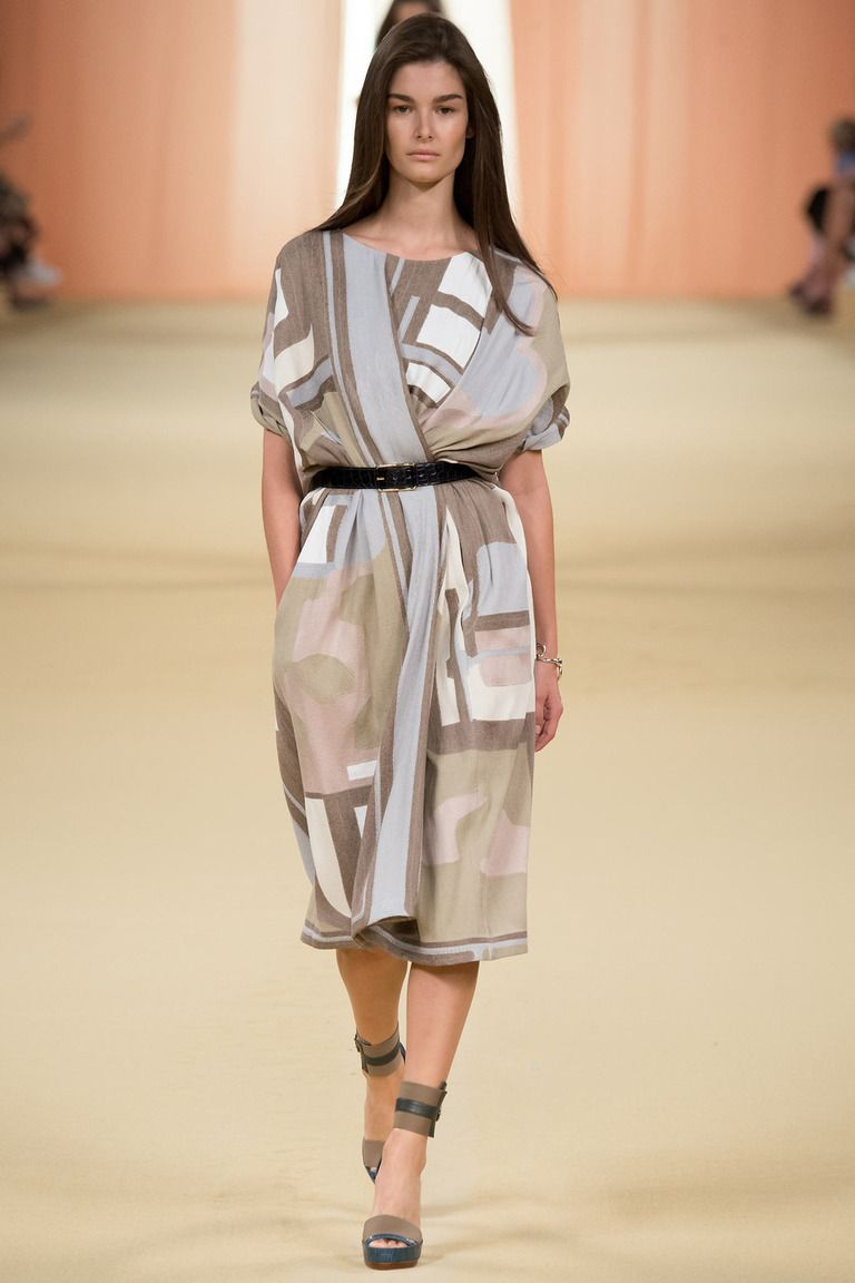 Скроить модное платье
