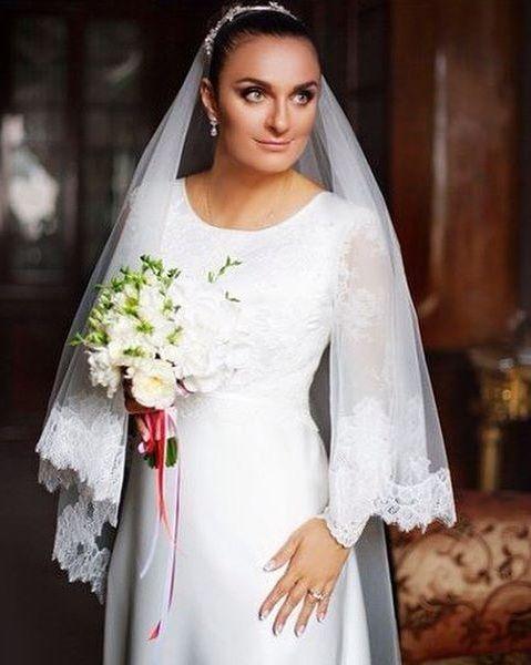ваенга в белом платье видео