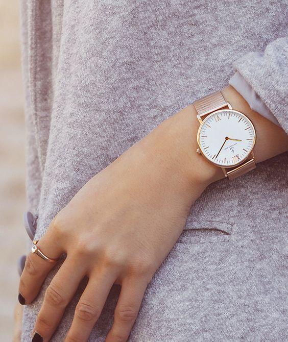 Часы на руку женские модные