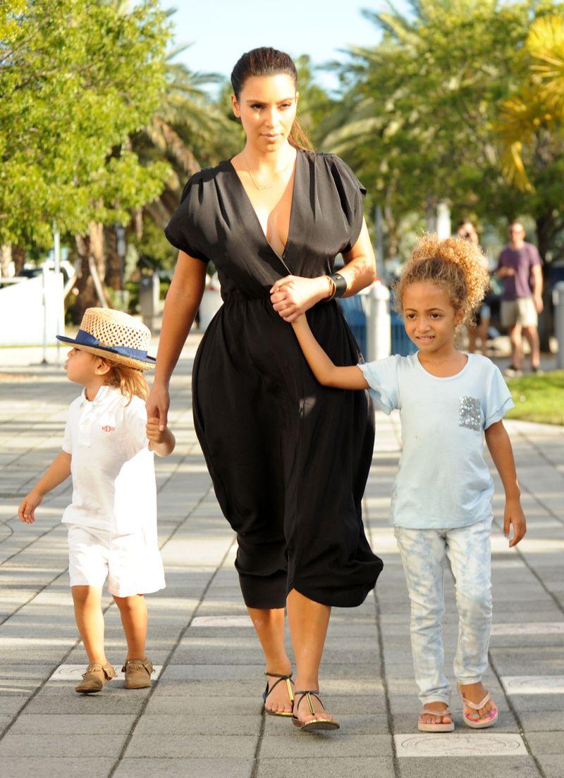Ким Кардашян планирует третьего ребенка dea3668b5ddbd