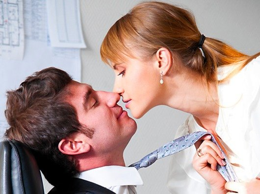 office romance Whether it's frowned upon or not, some co-workers simply can't help but strike up an office romance and while many believe it's a terrible idea, one happy couple are proof that it can work out for the best linda reed-enever, 39, of victoria, met her husband of 16 years while she was working.