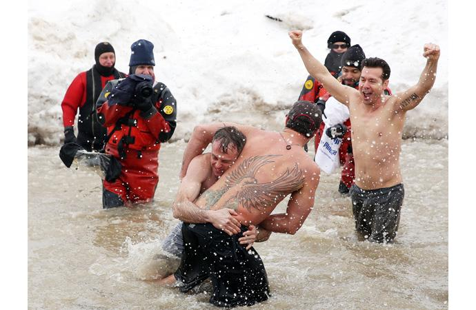 Тейлор Кинни на Chicago Polar Plunge